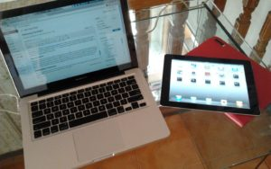 The MacBook Pro & iPad 2. Adik kakak dari oom setip.