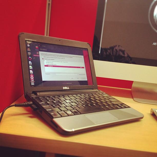 Netbook perjuangan di kantor. …