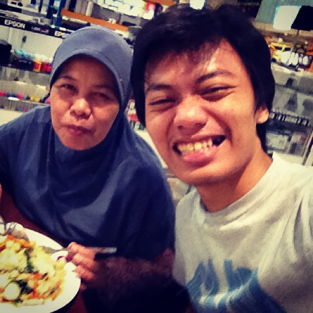 Late lunch with mom :'>