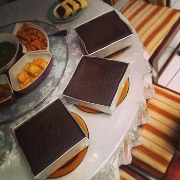 Sister's cake. Ngga heran gue …