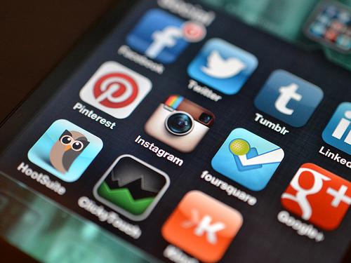 Terlalu Aktif di Media Sosial Karena Kurang Perhatian?