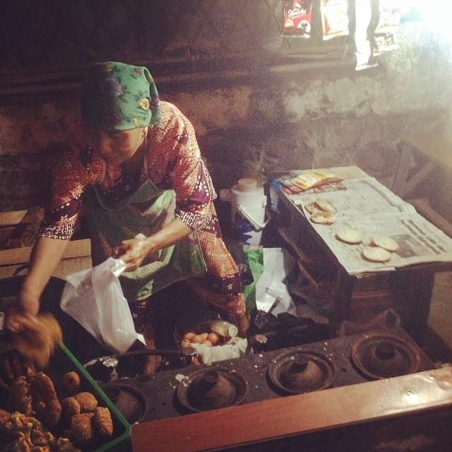 Ibu – ibu penjual surabi. Dari…
