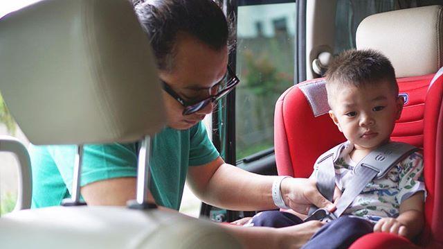 Pertama pake car seat anteng. …