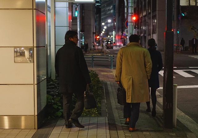 Salarymen went home after soci…